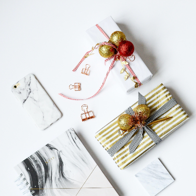 Photo of Gift wrapping in fabric with binder clips
